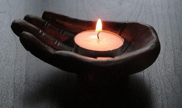 Masaż ciepłą świecą aromatyczną